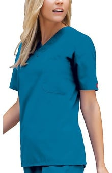 unisex tops: Everyday Scrubs by Dickies Unisex V-Neck Solid Scrub Top