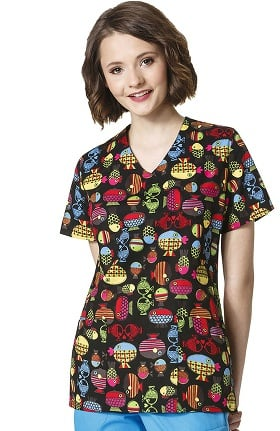 Zoe and Chloe Women's 2 Pocket V-Neck Fish Print Scrub Top
