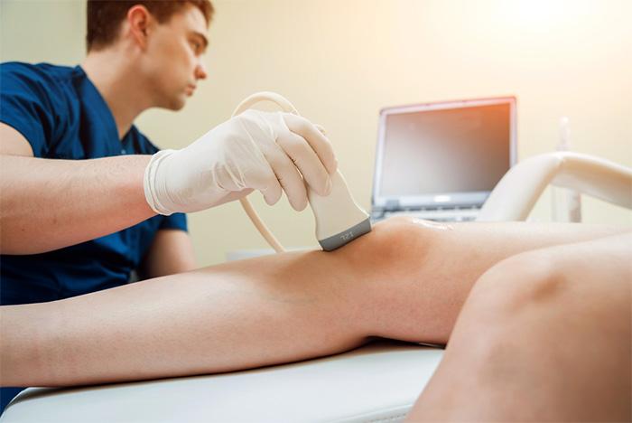sonographer performing knee sonography