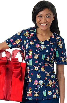 Zoe and Chloe Women's V-Neck Christmas Owl Print Scrub Top
